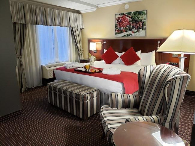 Standard King hotel Room in Montreal